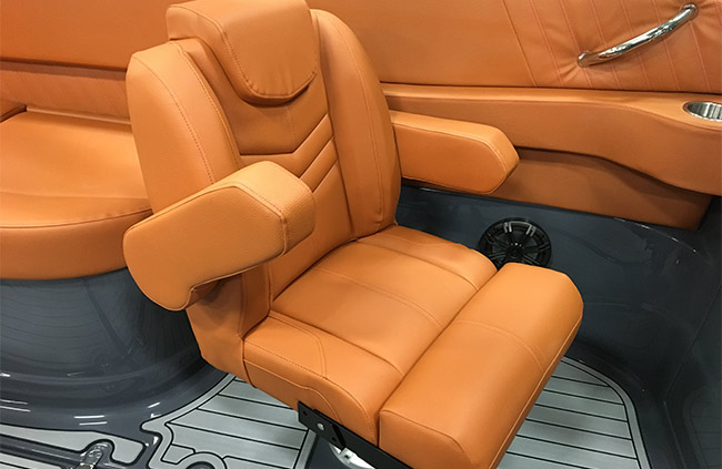 Companion's Seat of a Cruisers Yachts 278 South Beach Edition - Bow Rider