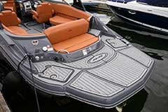 Cockpit of a Cruisers Yachts 278 South Beach Edition - Bow Rider
