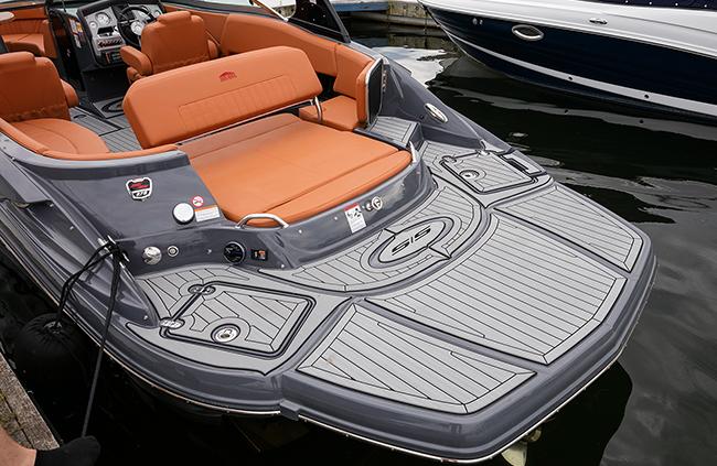 Swim Platform of a Cruisers Yachts 278 South Beach Edition - Bow Rider