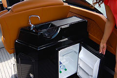 Wet Bar / Fridge of a Cruiser Yachts 338 Outboard