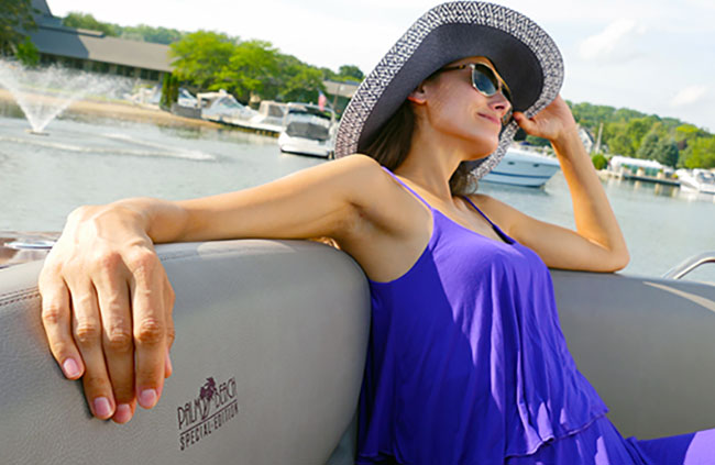 Palm Beach Special Edition of a Cruisers Yachts 338 Palm Beach Edition - Bow Rider