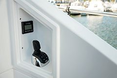 Rear Docking of a Cruiser Yachts 54 Fly