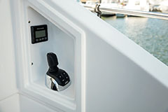 Rear Docking of a Cruiser Yachts 60 Cantius