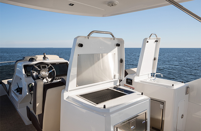 Grill of a Cruiser Yachts 60 Fly